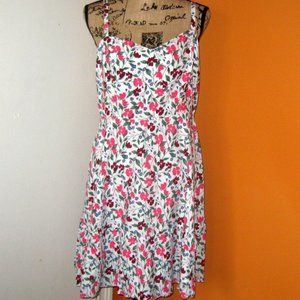 Old Navy Large Fit&Flare White Floral Tier…